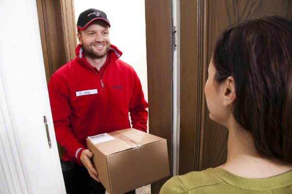 курьер доставил заказ в квартиру