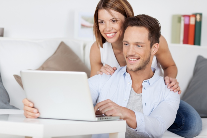 Семья у компьютера