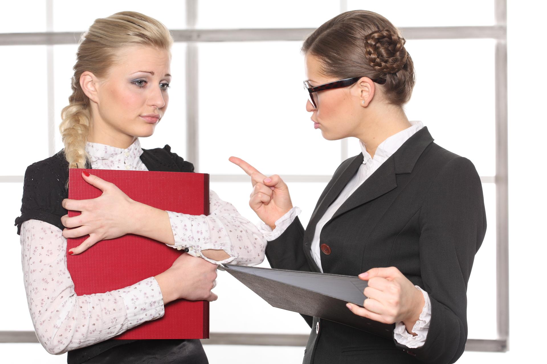 Женщины с документами