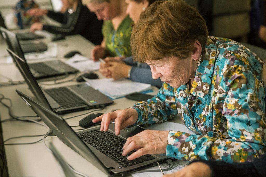 Рабочие будни пожилых людей